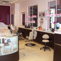 Anastasia Retail & Make-Up